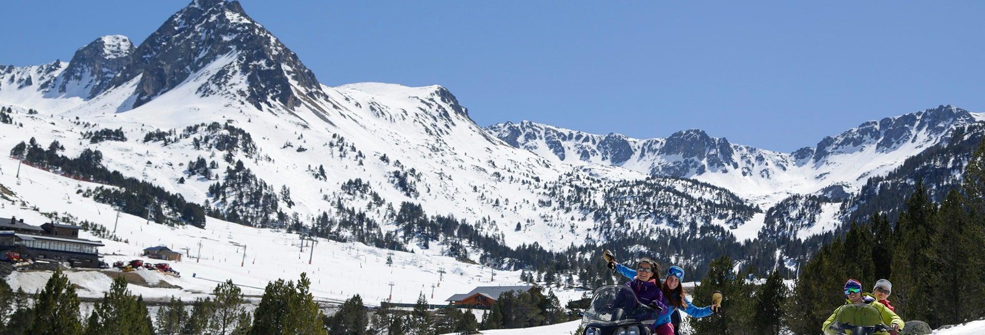 Paseo en moto de nieve por Grandvalira