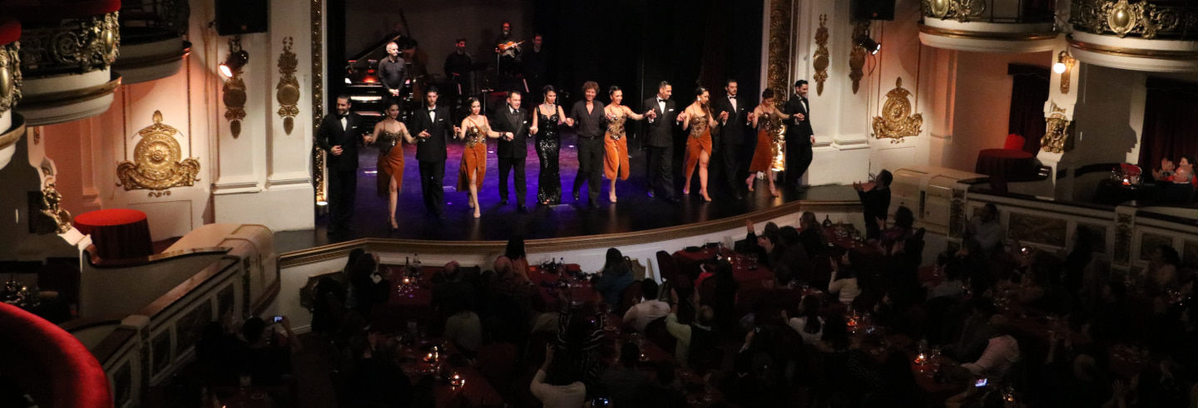 Espetáculo de tango no Teatro Astor Piazzolla