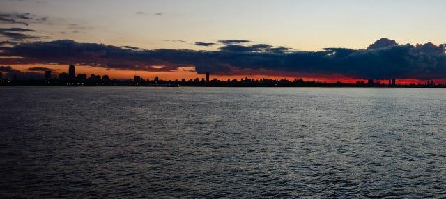 Paseo en barco al atardecer por el Río de la Plata