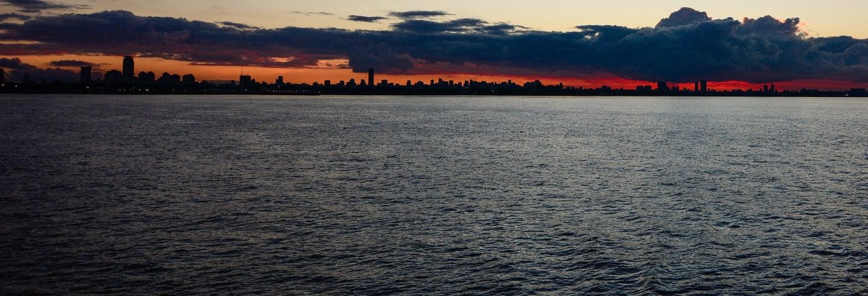 Passeio de barco ao entardecer pelo Rio da Prata