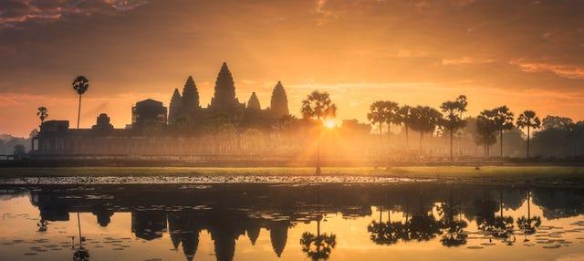 Templos de Angkor al amanecer o al atardecer