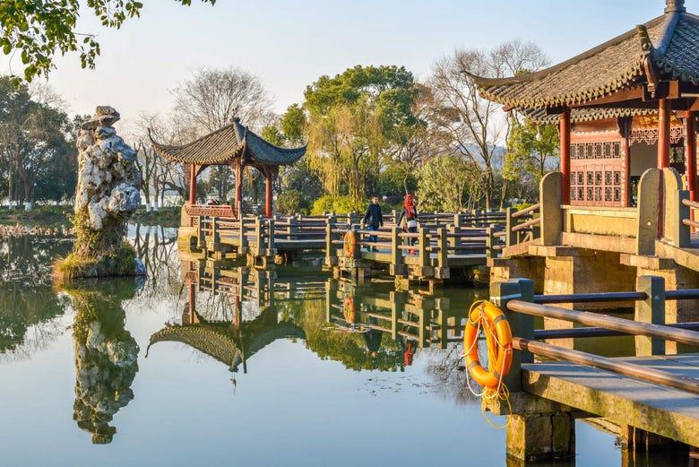 Visita guiada por Hangzhou, Templo Lingyin e Lago do Oeste