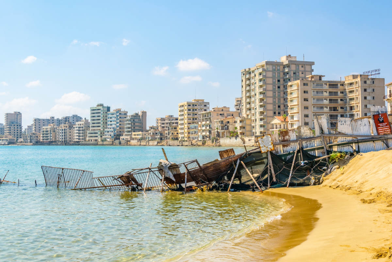 Chipre reabre Varosha al turismo: un pueblo que fue abandonado durante los últimos 50 años y sigue intacto