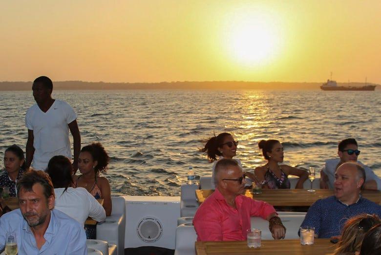 Balade en bateau au coucher du soleil