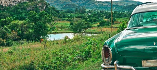 Excursión privada al Valle de Viñales en coche clásico