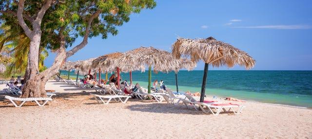 Traslado hasta Playa Ancón en coche clásico