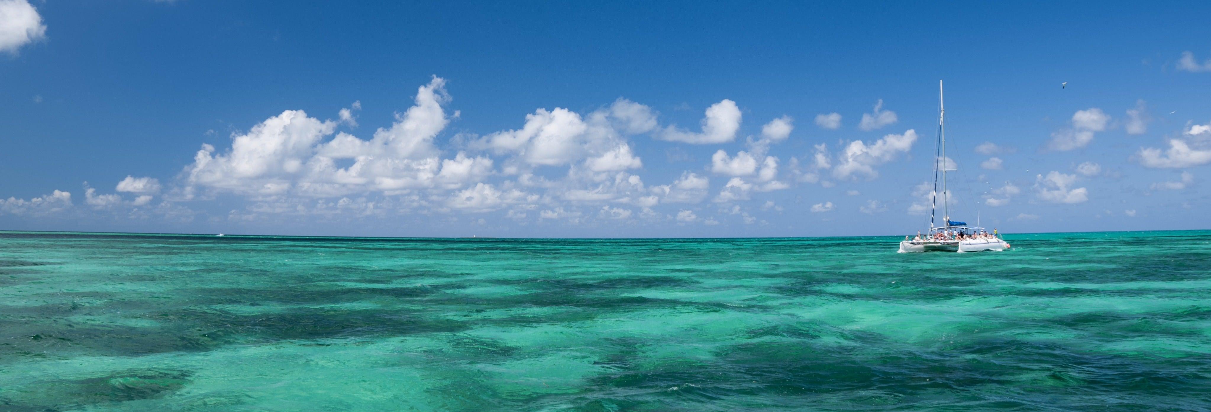 Excursión a Cayo Blanco en catamarán