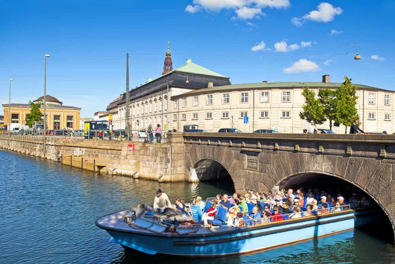 ,Jardines Tivoli,Crucero canales de Copenhague,Con Jardines Tivoli