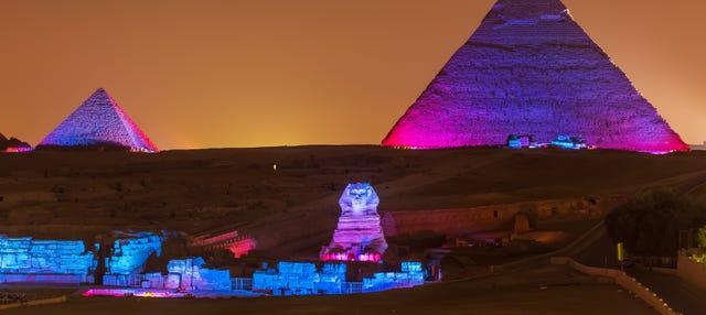 Cena y espectáculo nocturno en las pirámides de Giza
