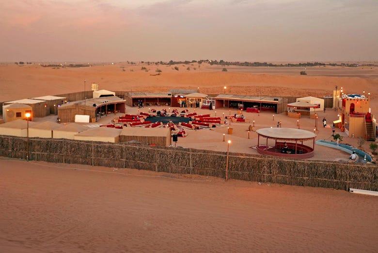 Paseo en camello por el desierto con cena y espect culo dub i for Espectaculo de dubai fashland
