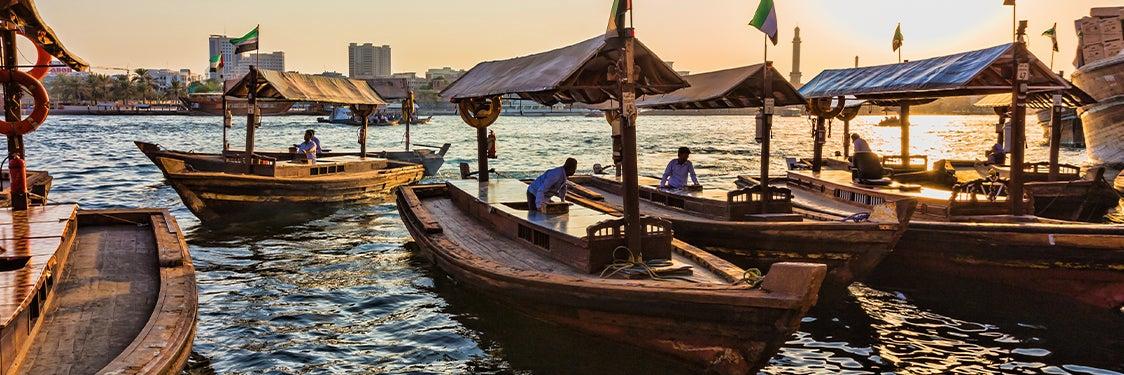 Paseo en barco por Dubái