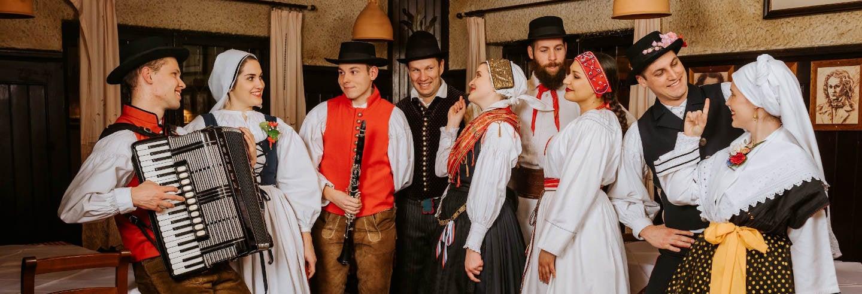 Cena con espectáculo folclórico en Liubliana