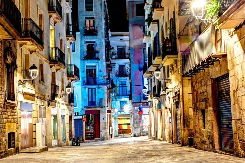 Paseo por el born con cena de tapas y espect culo flamenco for Hoteles en el born de barcelona