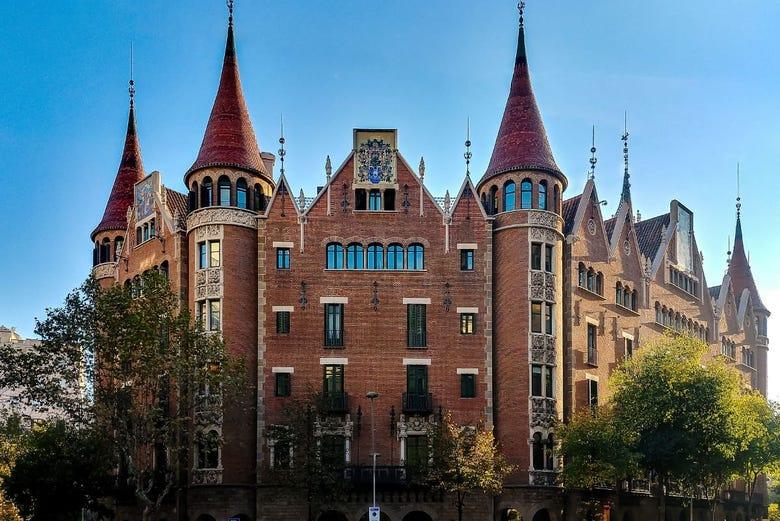 Visita com audioguia pela casa de les punxes de barcelona - Casa de las punxes ...