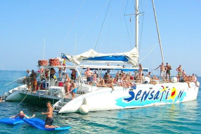 Fête sur le catamaran Sensation Barcelona