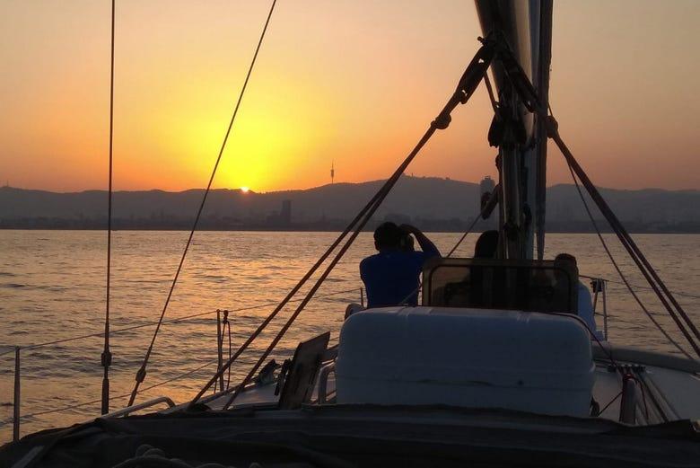 Balade en voilier au coucher de soleil