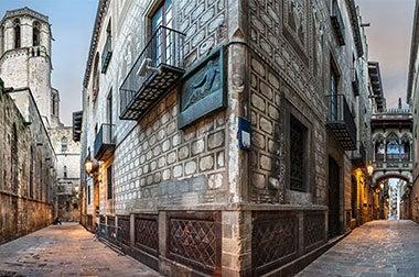 Resultado de imagen de barrio gótico en barcelona