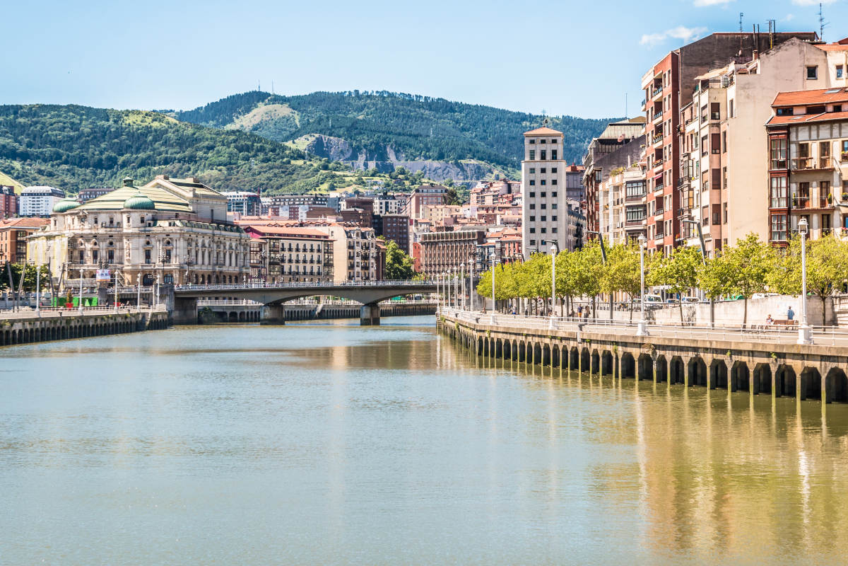 Bateau touristique sur la Ria de Bilbao et la Baie d'Abra