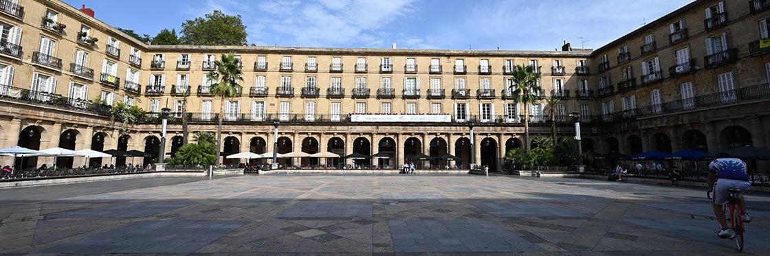 Plaza Nueva de Bilbao - Historia, qué ver y cómo llegar