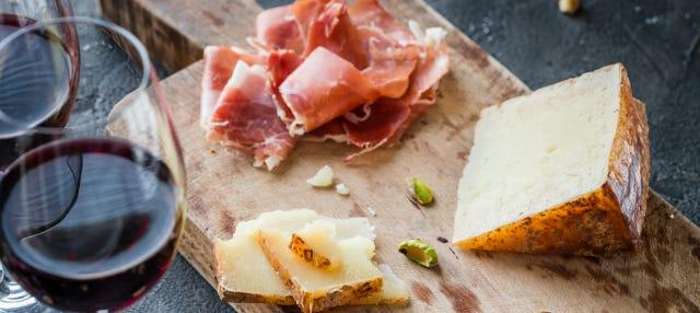 Tour gastronômico: queijo, vinho e jamón