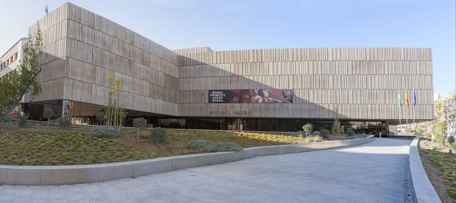 Tour por el Museo Íbero y el Museo Provincial
