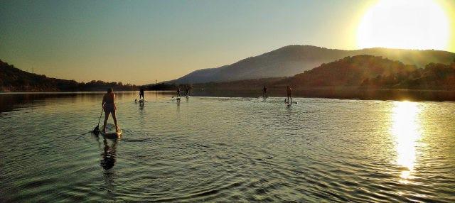 Tour en paddle surf por el embalse de Plasencia