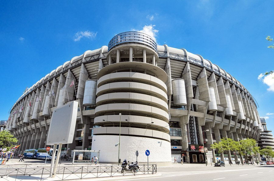 Tour panor mico por madrid en autob s descapotable for Puerta 38 santiago bernabeu