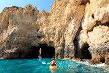 Tour en kayak por las cuevas de Cala en Porter