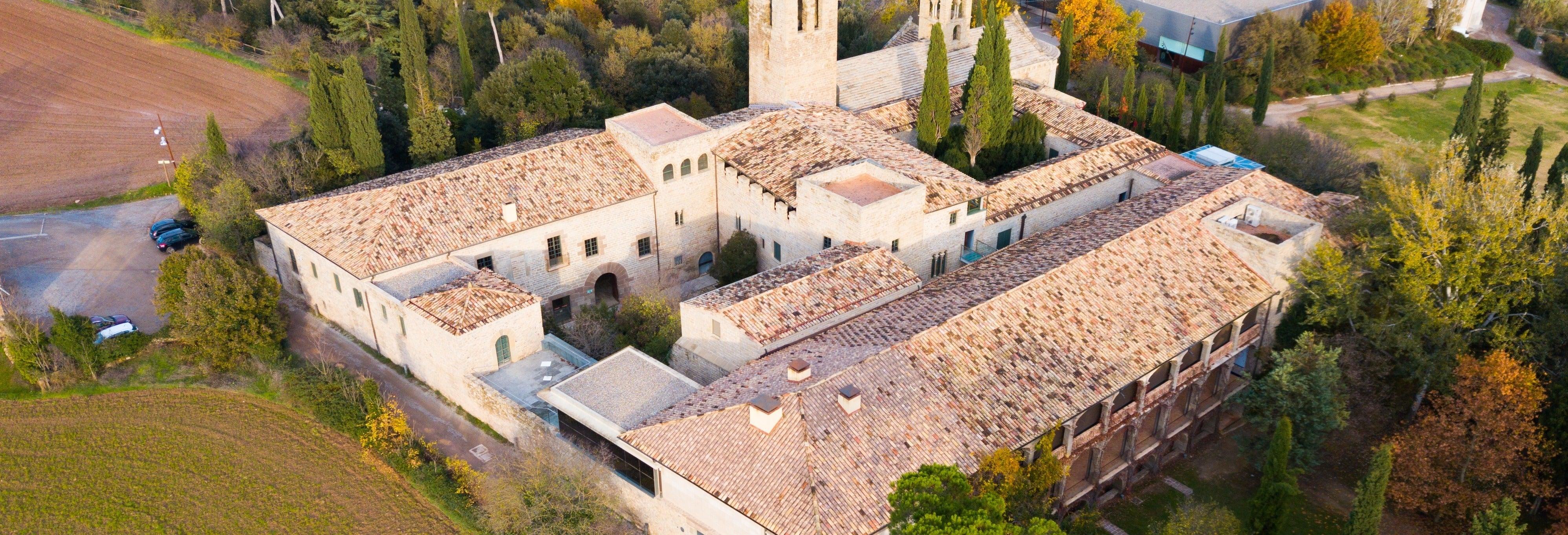 Tour medieval por el Monasterio de Sant Benet