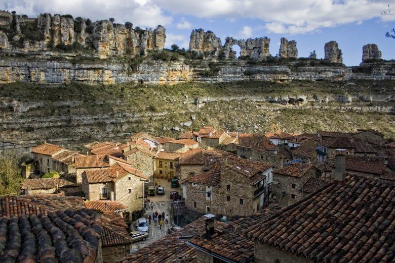 Curiosos pueblos de España situados en lugares sorprendentes Casco-antiguo-orbaneja-castillo