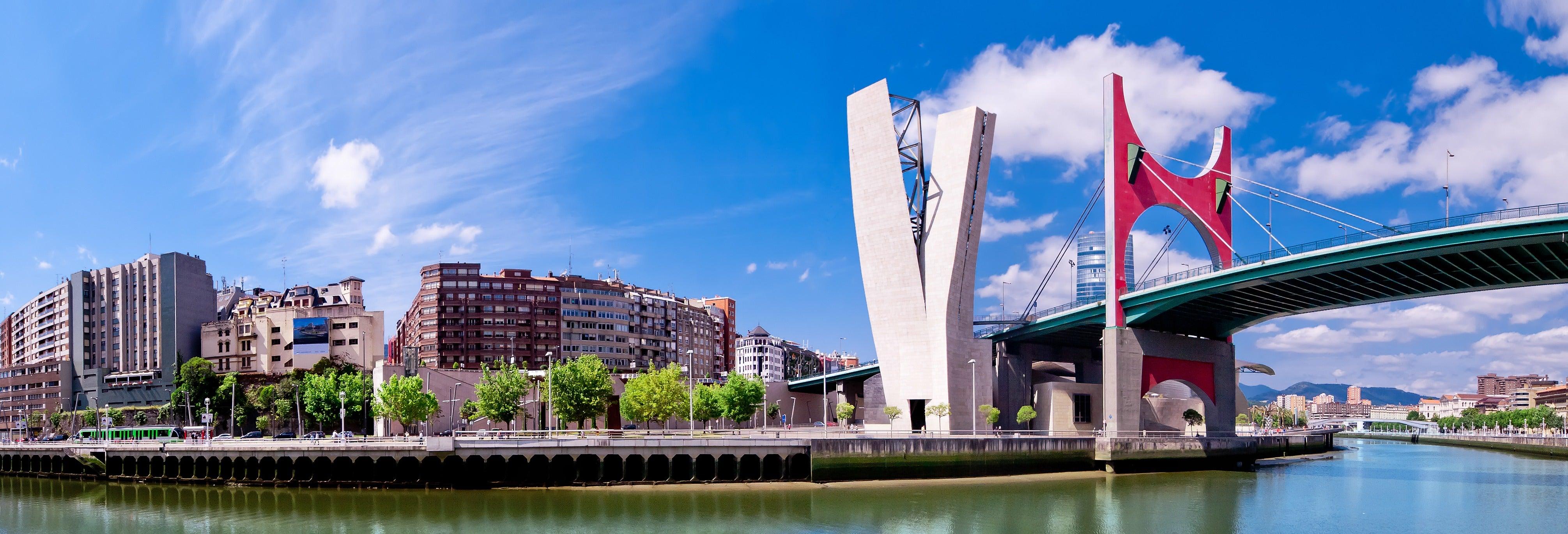 Barco turístico pela Ria de Bilbao e pela Baía do Abra