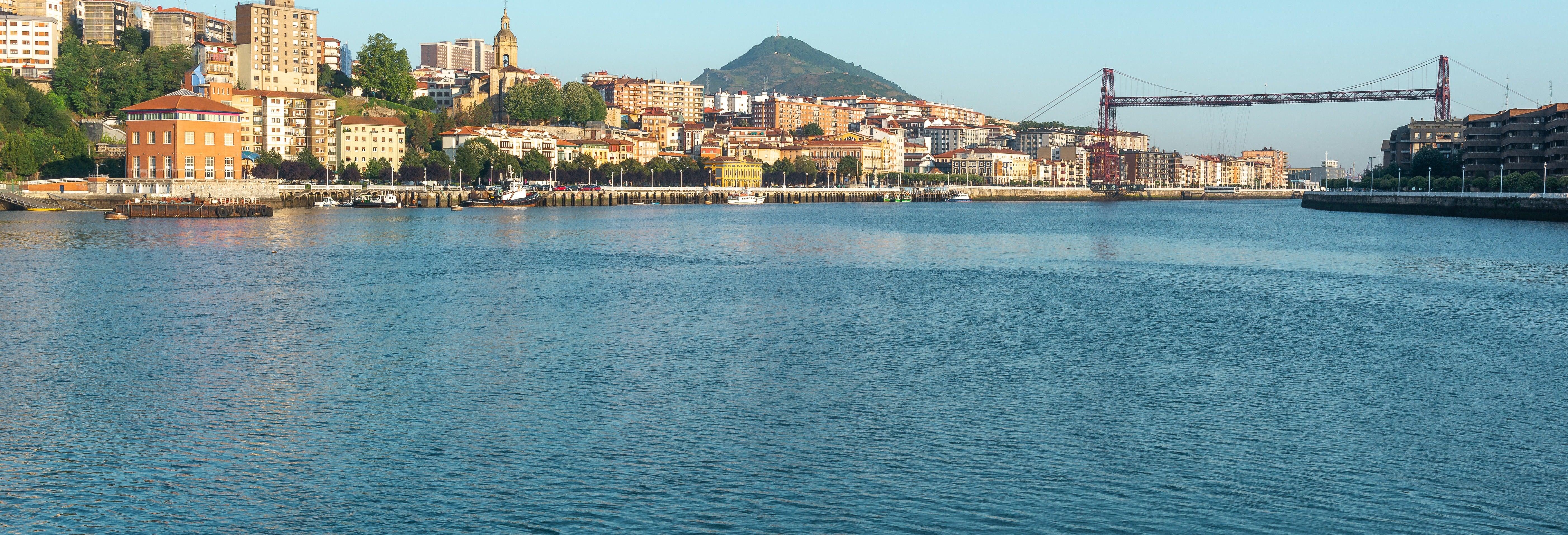 Barco turístico pela Baía do Abra