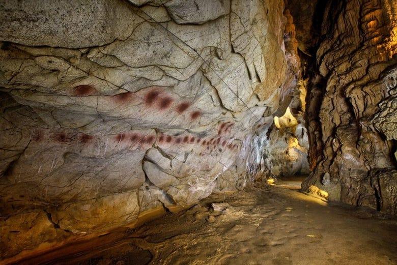 Visite des grottes de Puente Viesgo et Valles Pasiegos