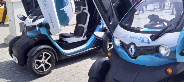 Tour en coche eléctrico por Sevilla