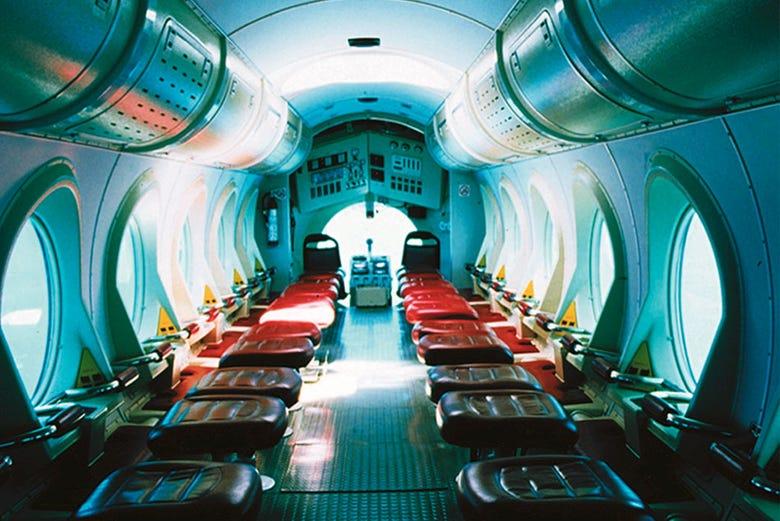 Paseo en submarino por el sur de tenerife for Interior submarino
