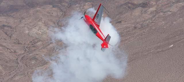 Combate aéreo en avión acrobático