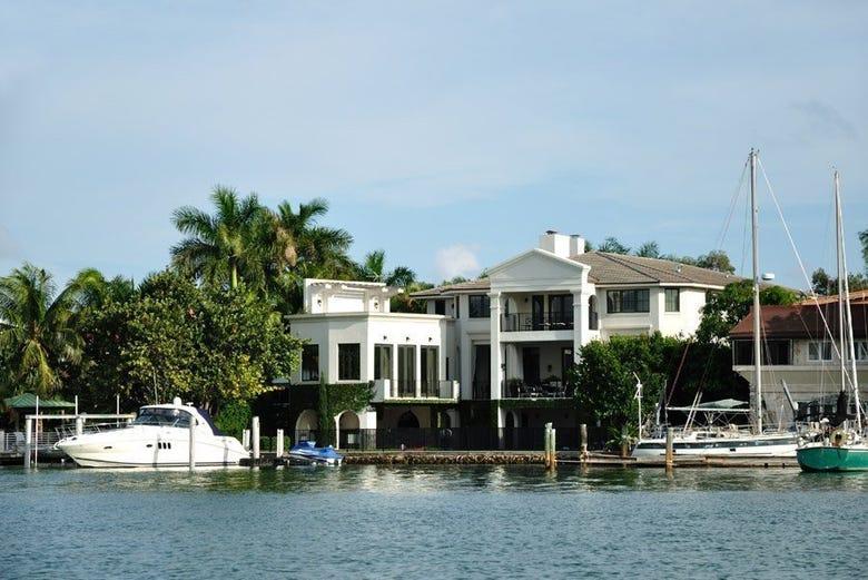 Paseo en barco por las casas de los famosos de miami for Fotos casas famosos