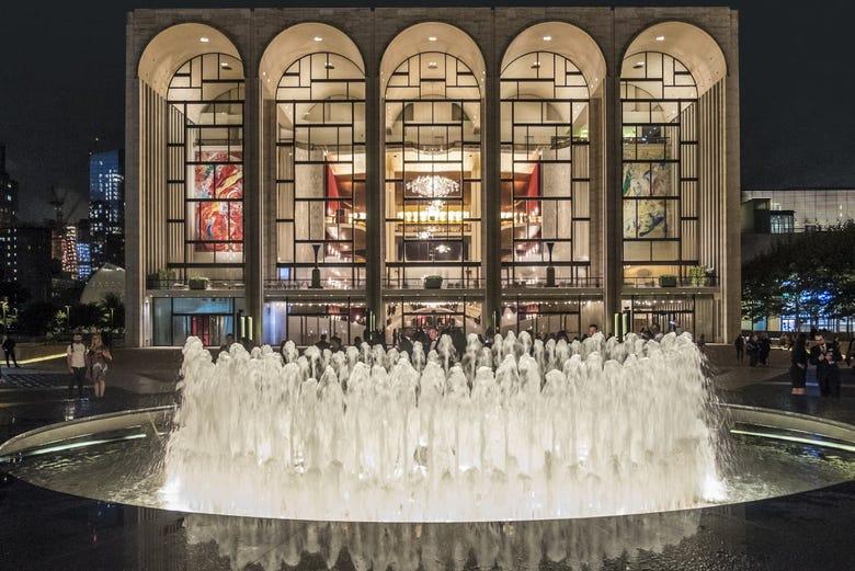 Znalezione obrazy dla zapytania: metropolitan opera house