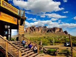 ,Excursion to Apache Trail