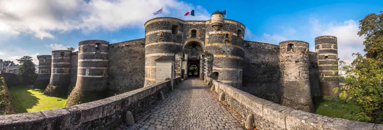 Entrada al castillo de Angers sin colas