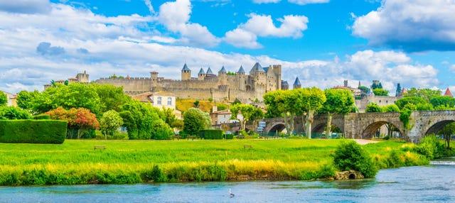 Entrada al castillo y murallas de Carcasona sin colas