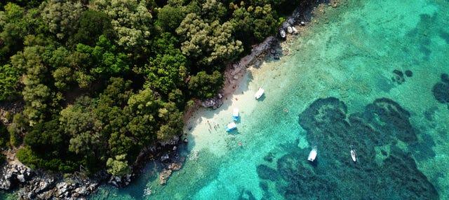 Excursión a la Laguna Azul y Síbota en barco