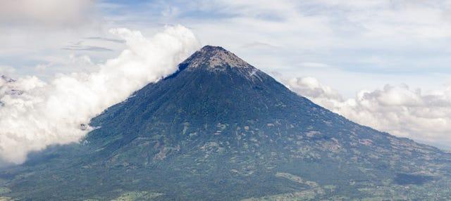 Excursión al Volcán Pacaya y las termas de Kawilal