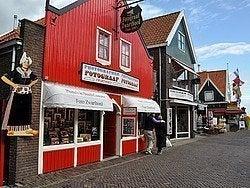 Tienda de fotografías en trajes tradicionales en Volendam
