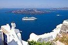 Crucero llegando a Santorini