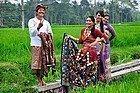 Gente de Bali posando para la cámara