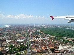 Llegando a Bali en avión
