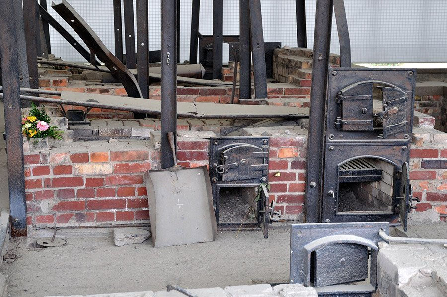 Hornos crematorios en el campo de concentración