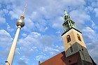 Fernsehturm e Iglesia Marienkirche