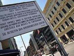 Checkpoint Charlie, entrando al sector americano